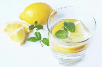 Picture of a beverage with lemon